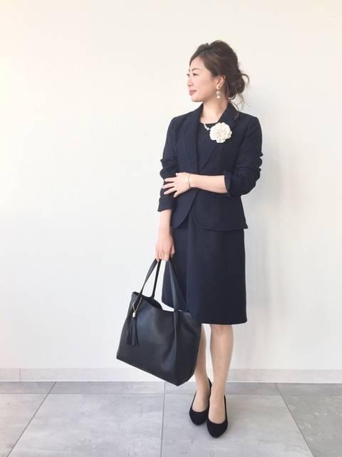 SHOO・LA・RUEのネイビースーツコーデ