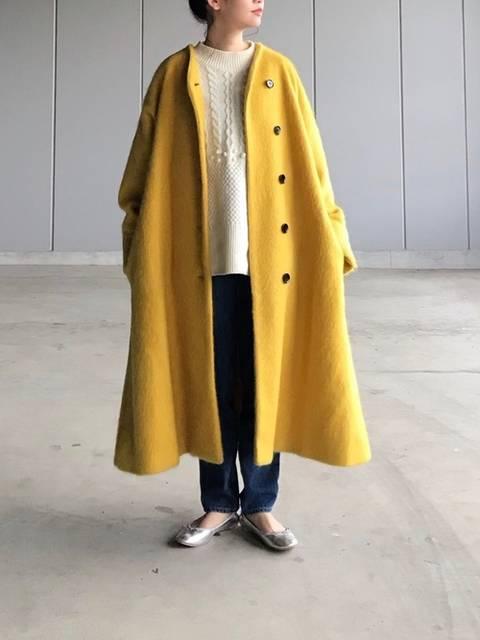 Omekashiのコートとニットとデニムパンツ
