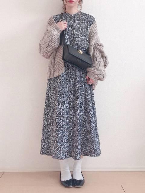 GUフラワープリントワンピース50年代ファッション風冬コーデ