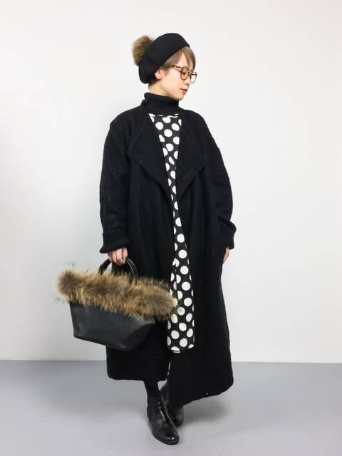 merlotの50年代ファッション風ドット柄ドルマンワンピースの冬コーデ