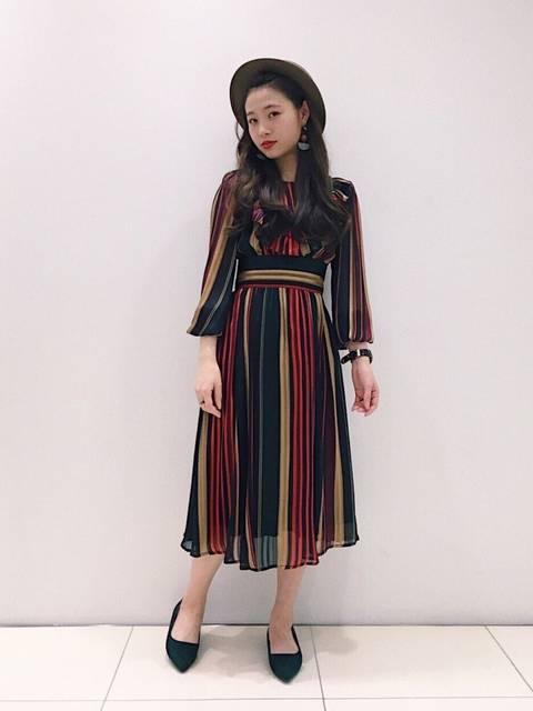 REDYAZELラメマルチストライプワンピースの50年代ファッション風コーデ