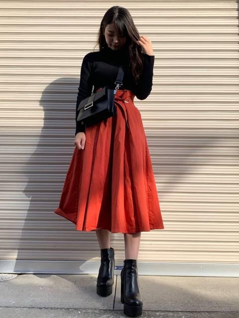 MOUSSYのWAIST DESIGN SKIRTで作る50年代ファッション風の着こなし