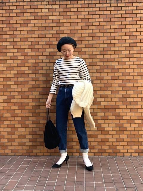 SOMETHINGデニムテーパードパンツで作る50年代ファッション風の着こなし