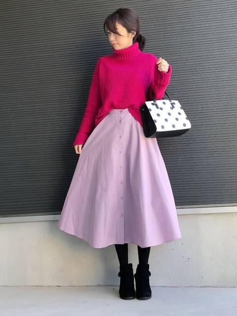 UNIQLOフロントボタンサーキュラースカートの50年代ファッション風冬コーデ