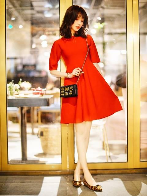 50年代ファッション風SNIDELホールガーメントニットワンピース冬コーデ