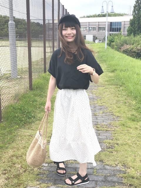 黒Tシャツのコーデ