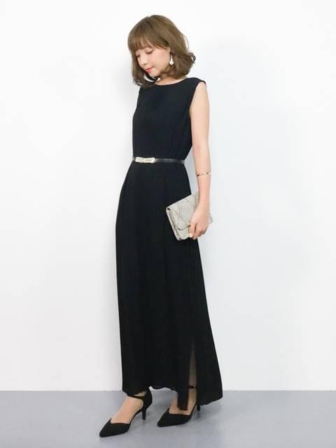 黒ロングドレスのコーデ