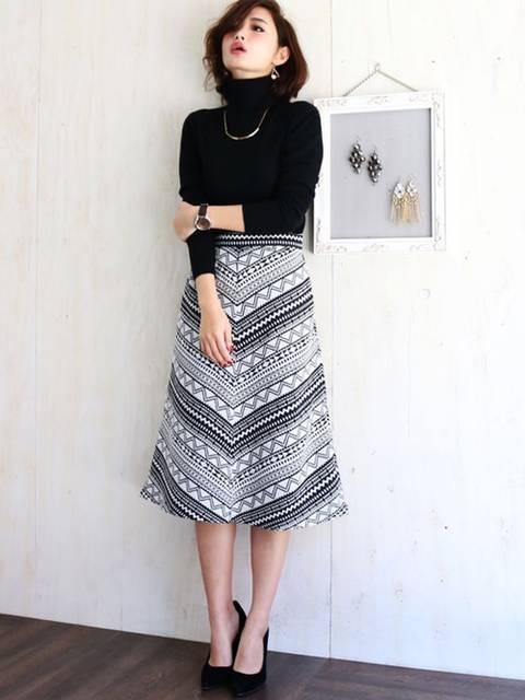 ネイティブ柄スカートのコーデ