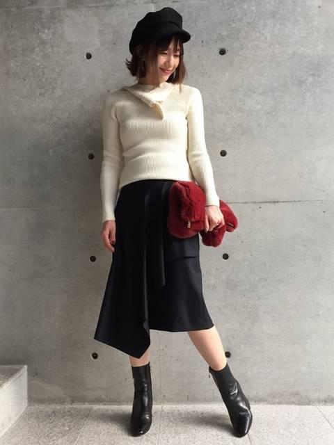 白ニット✖黒ラップスカート