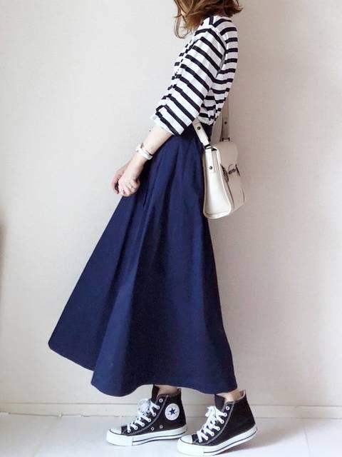 黒ハイカットスニーカー✖ボーダーシャツ✖紺ロングフレアスカート