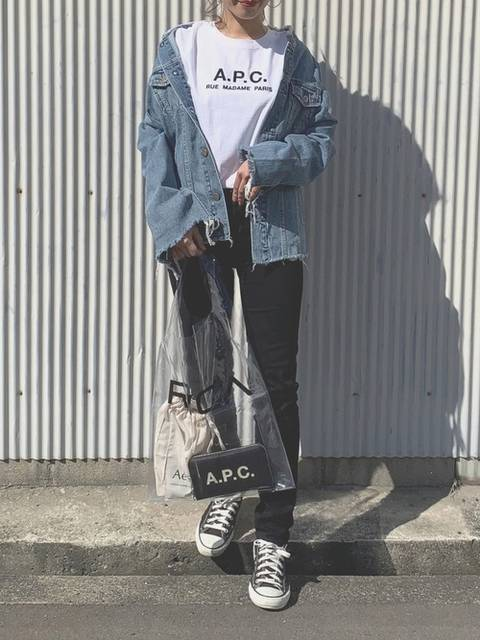 TRUNC 88のデニムジャケットとロゴTシャツコーデ