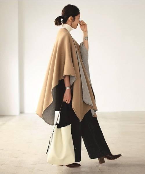 「TODAYFUL」の「Reversible Wool Poncho」レディースコーデ