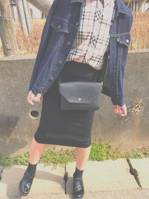 デニムジャケットとバーバリーチェックシャツのコーデ