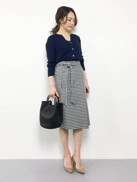 紺カーディガン×ギンガムチェックタイトスカート