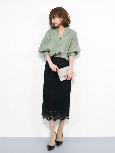 ミントグリーンブラウス×黒レースタイトスカート