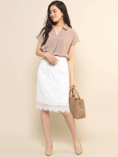ベージュブラウス×白レースタイトスカート