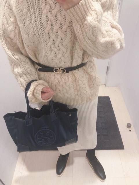 白ニット×白ニットタイトスカート