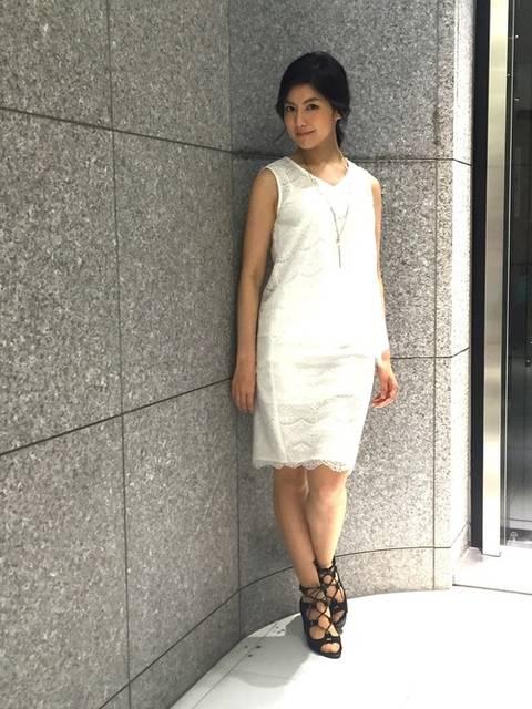 白レースタンクトップ×白レースタイトスカート