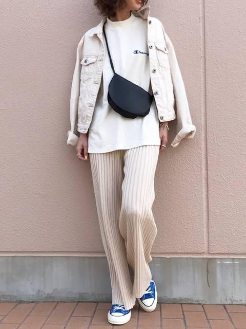 ホワイトデニムジャケットの白パンツコーデ