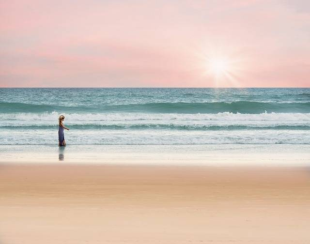 Ocean Girl Walking · Free photo on Pixabay (44406)