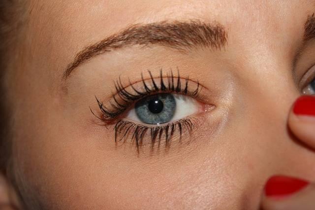 ブルーの目をした女性
