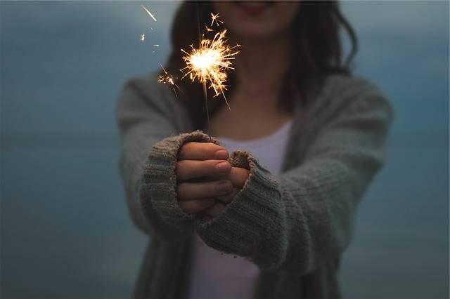 Sparkler Holding Hands - Free photo on Pixabay (178327)