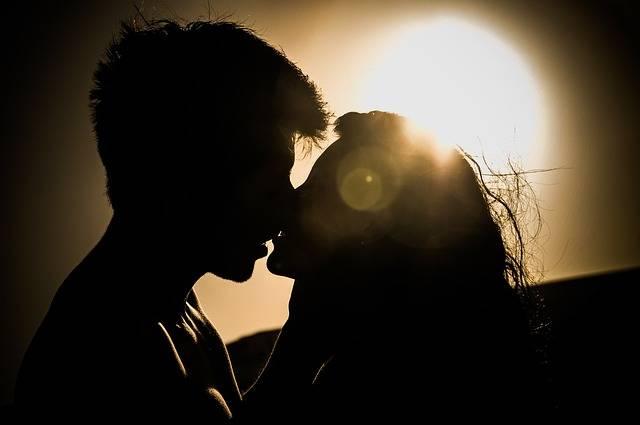 Sunset Kiss Couple - Free photo on Pixabay (186297)