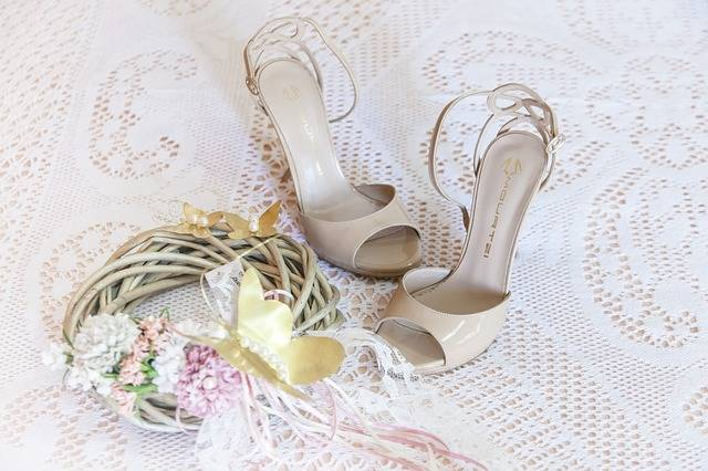 Woman Sandals Wedding Dresses - Free photo on Pixabay (266153)