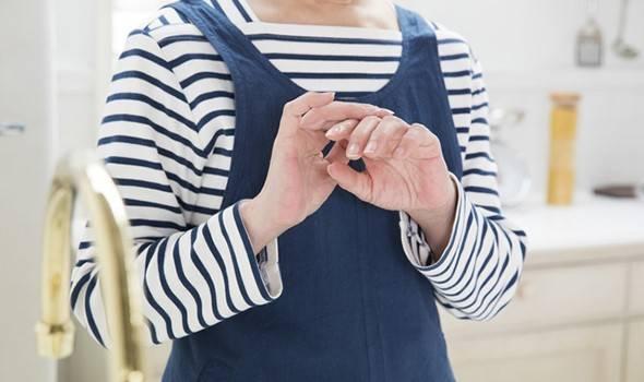 エクオールに注目!更年期の手の痛み・しびれ・違和感の原因と対処法は?