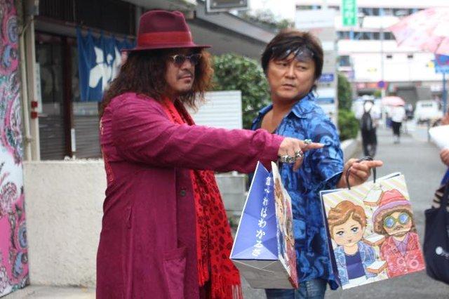 ド派手な2人が藤沢に高級食パン店『君は食パンなんて食べない』をオープン