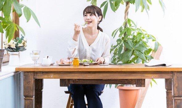 「腸活」セルフケア まとめ|マッサージ・エクサ・食べ物で便秘改善!