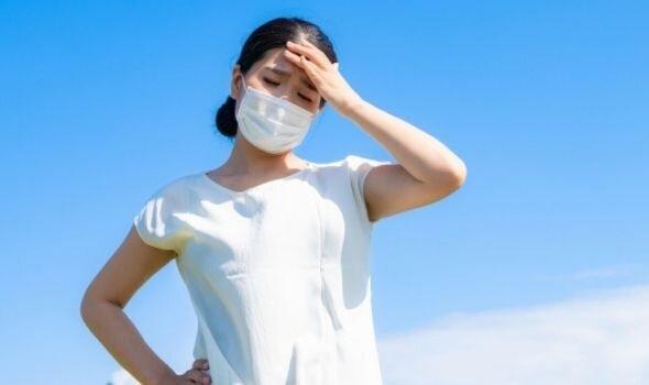 暑くてフラフラ、しんどい…今年は「マスク熱中症」に注意!