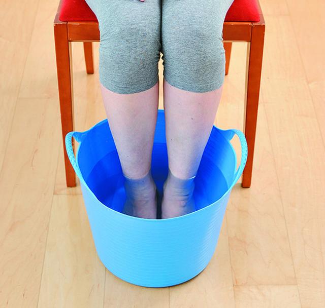 40℃の湯に15分足をつけて実験。