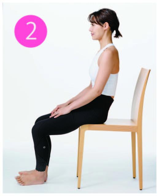 背筋がわずかに丸く、やや後傾した状態で座る