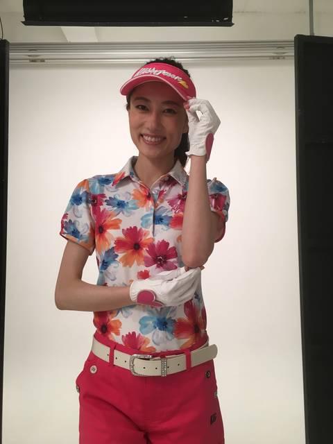 モデルの田島有紗さんのゴルフウェア姿