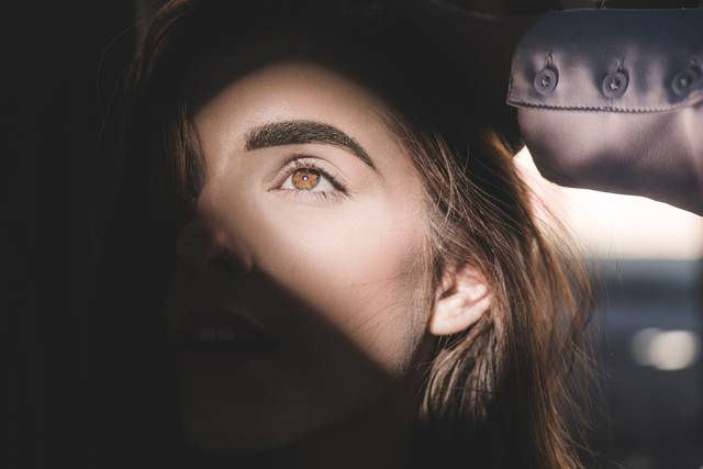 立体的な眉毛は顔の印象を大きく左右するパーツ