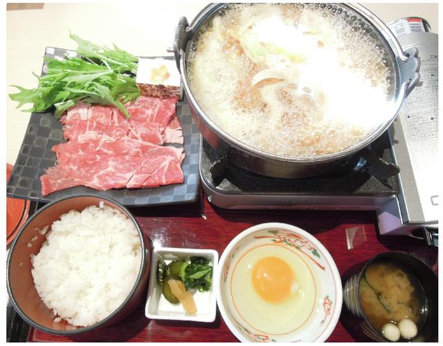 和モダンな店内で味わう、「甘酒で作る すき焼き御膳」(...