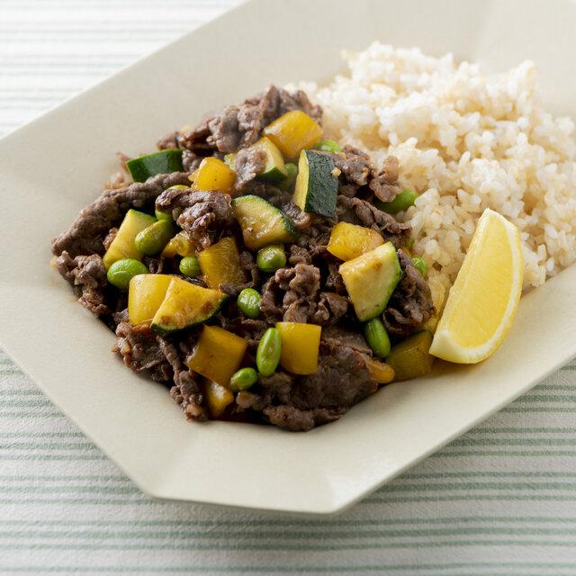 牛肉と夏野菜のオイスター炒めのっけご飯