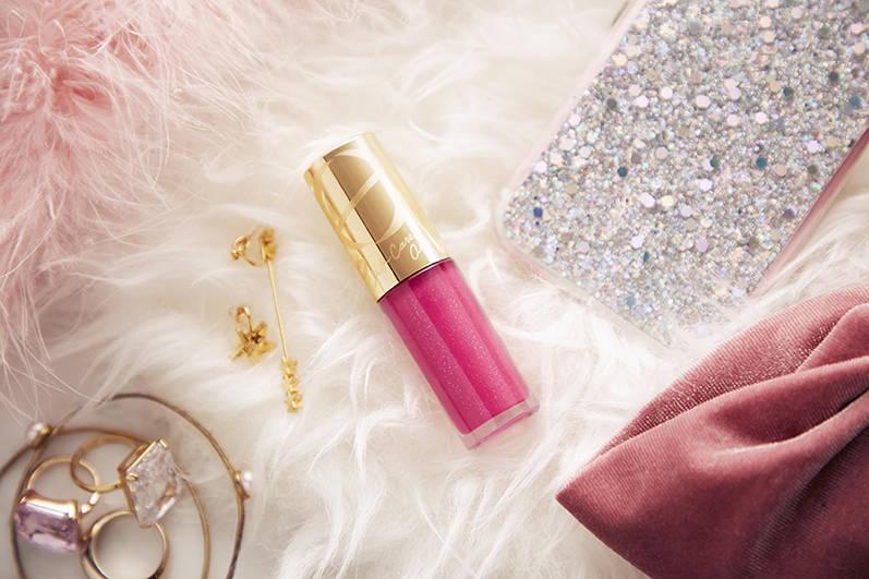 人氣美妝品牌EXCEL晶瑩修護唇蜜即將在2019年1月推出限定色「戀色珍珠」!