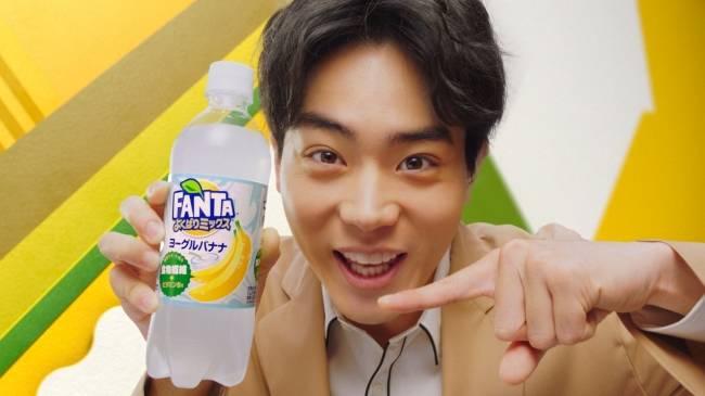 菅田將暉出現在街頭電視牆 大讚香蕉口味芬達「有這種香蕉!?」