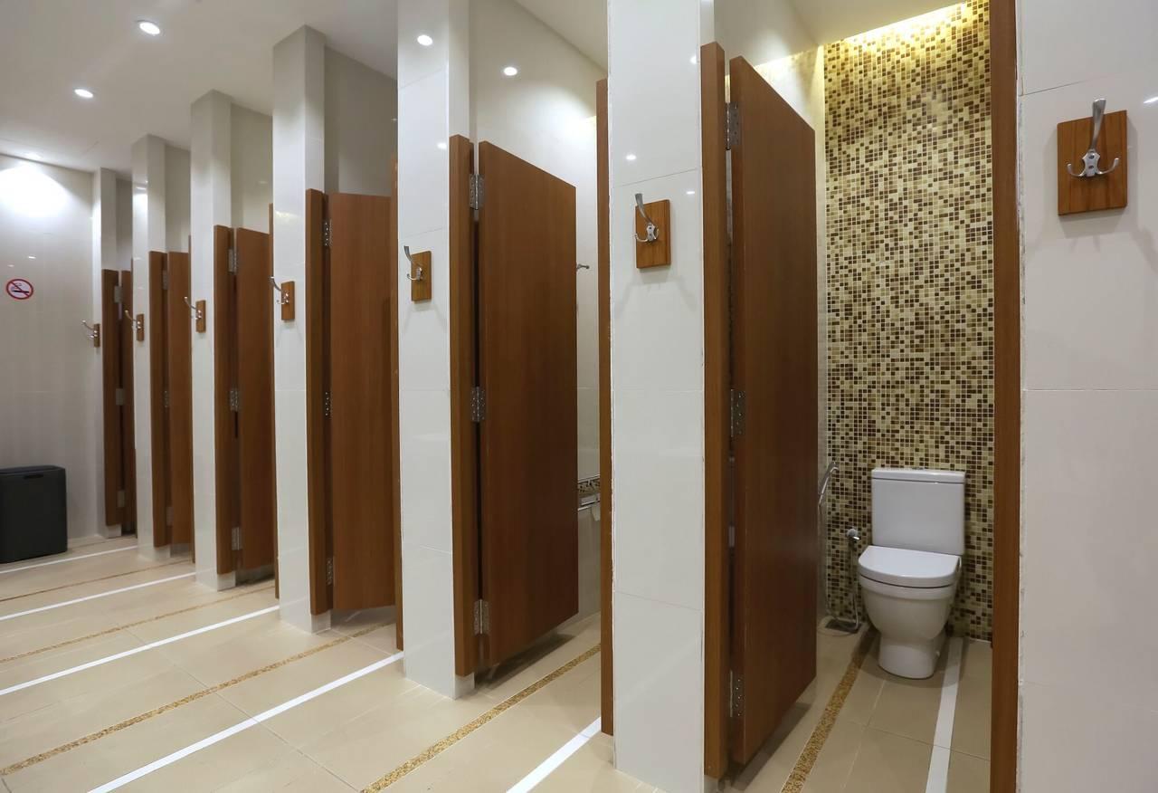 使用公司洗手間時你會選則最靠近出入口的,還是最裡面的呢?