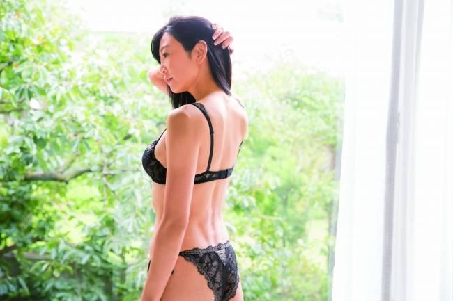50歲的中島史惠維持著20歲的體態