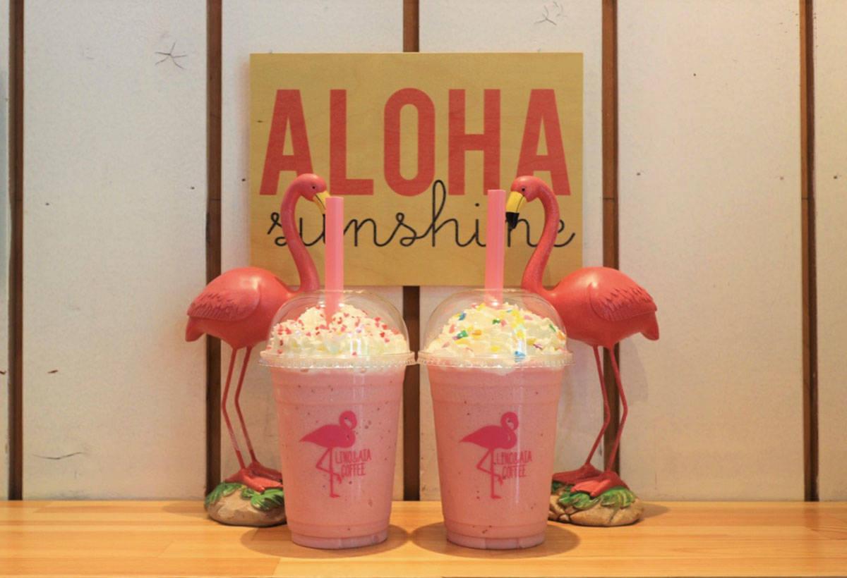 草莓牛奶(650日圓)可任選配料的粉色飲品。