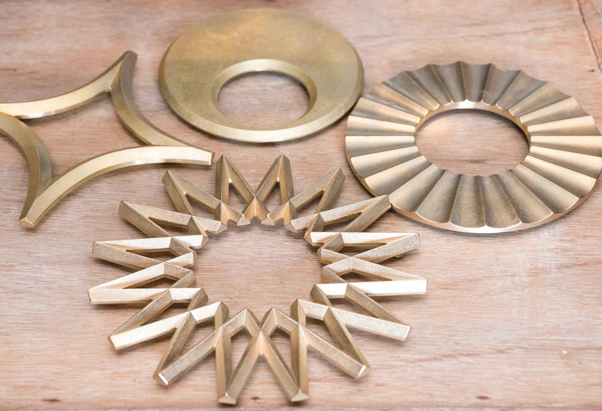 FUTAGAM(I 價格各異) 月亮和太陽等造型之黃 銅鍋墊。