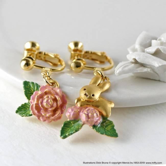 商品名:小兔子與山茶花 耳針式耳環 /耳夾式耳環