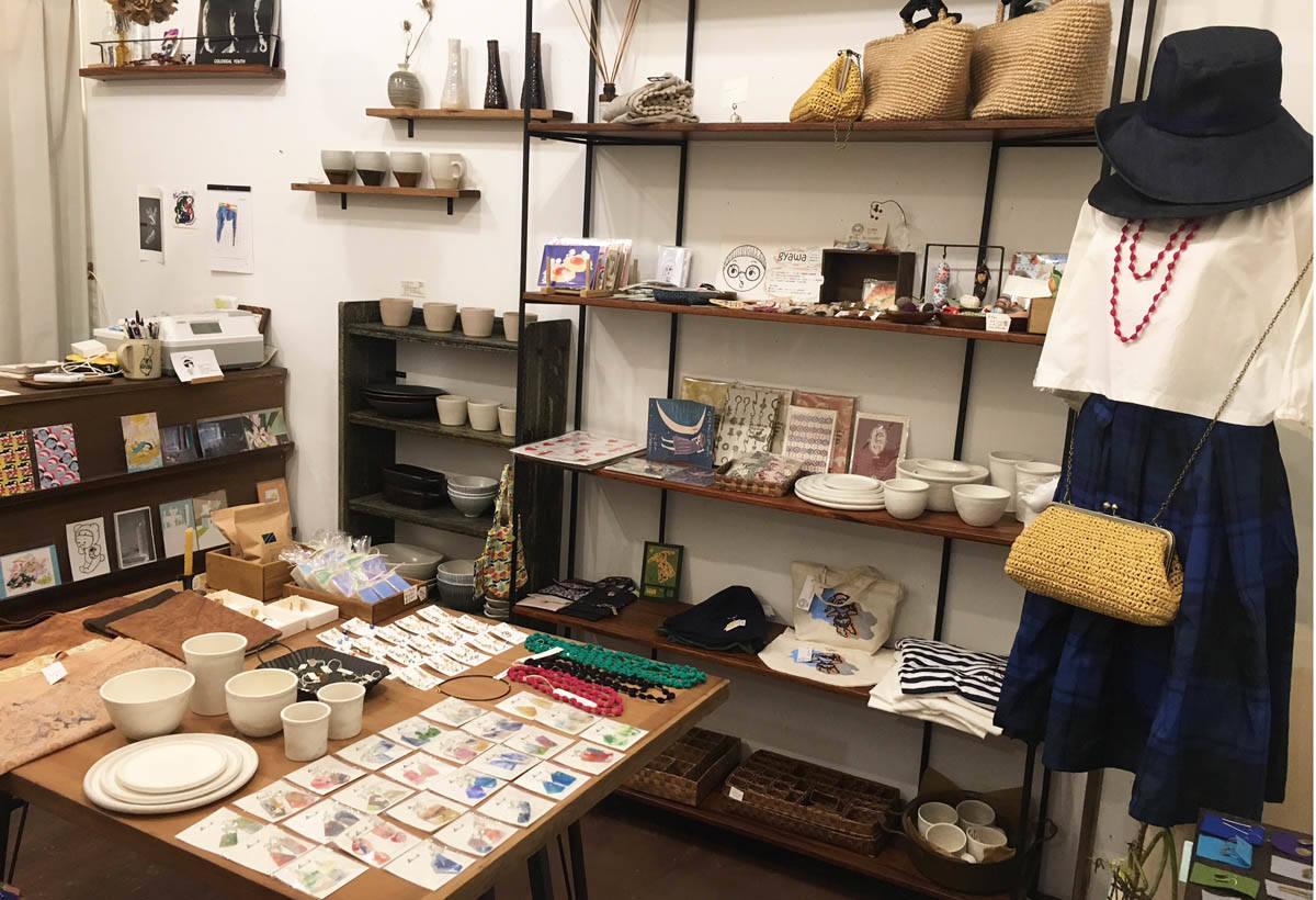 店內也有販售京都市立藝術大學生的手作雜貨。