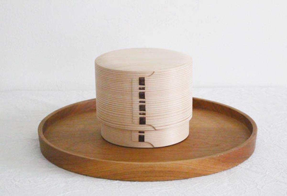 柴田慶信商店 便當木盒(13,000 日圓)使用超過150 年樹齡秋田杉製成,保濕和保 溫的效果極佳。