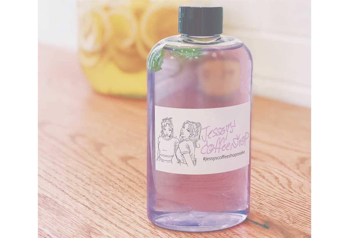 檸檬茶 (600 日圓)外觀宛如化妝 水。
