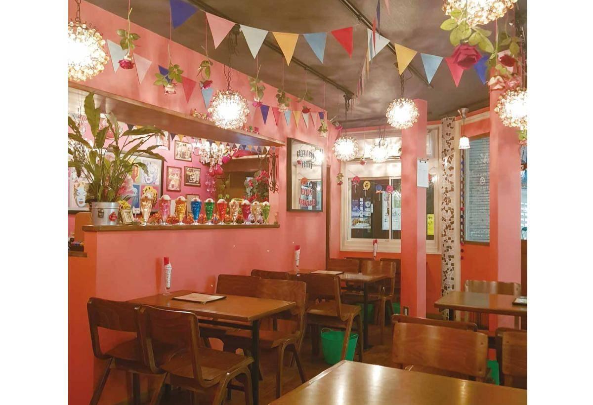 店內空間以普普風和夢幻粉色系為風格打照。