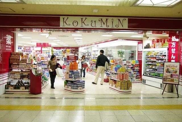 日本能夠購買到各式各樣輔助的化妝用具,也有豐富的彩妝和護膚品。